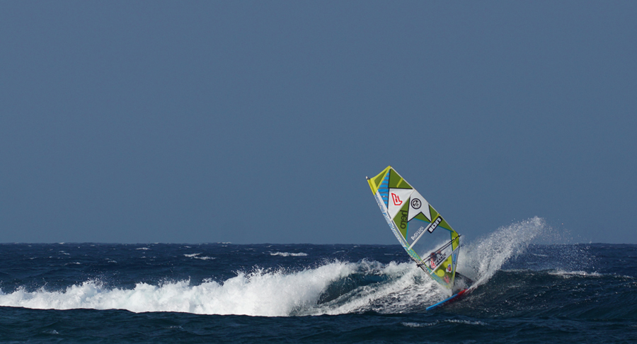 windsurf - wave riding